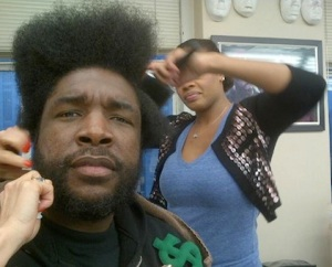 questlove-getting-his-hair-did